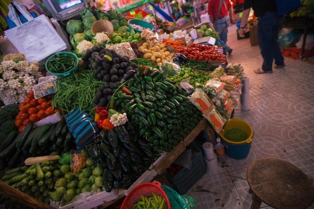 die besagten Jalapeños und daneben chiles poblanos