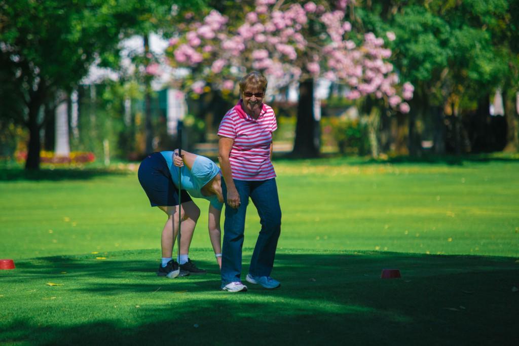 Doris siegessicher ... kann man beim Golf gewinnen??
