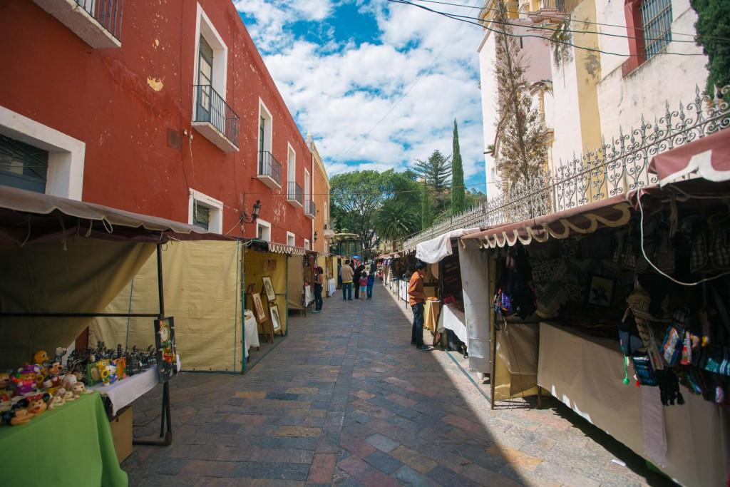 kleiner Markt an der Kirche beim zócalo