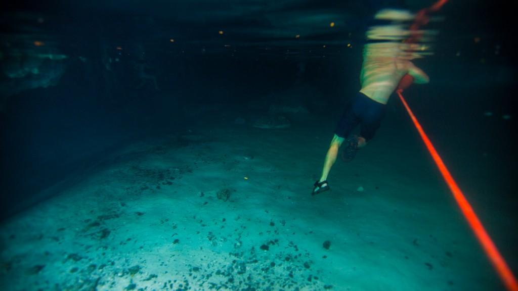 Wer zum Geier geht mit Sandalen ins Wasser?