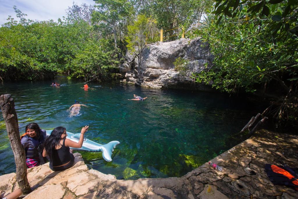 Cenote mit Rand