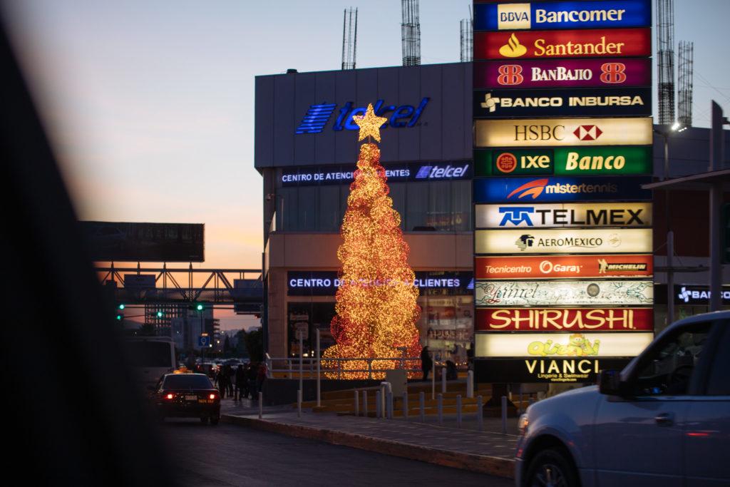 Weihnachtsbaum an der Atlixcayotl