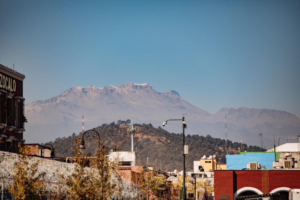 Izta in klar vom zócalo San Pedro Cholula