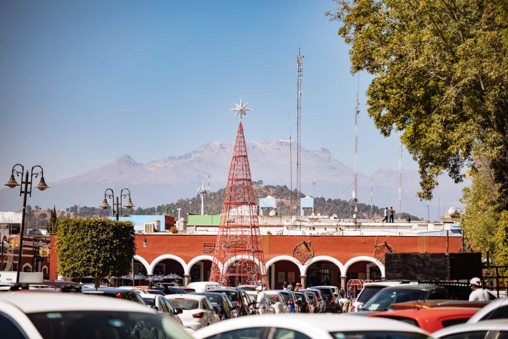Izta mit Weihnachtsbaum vom zócalo San Pedro Cholula