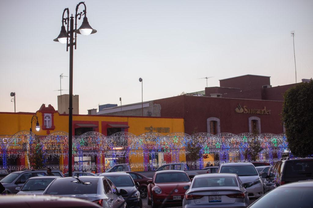 Lichterbögen über der Av. Morelos Cholula