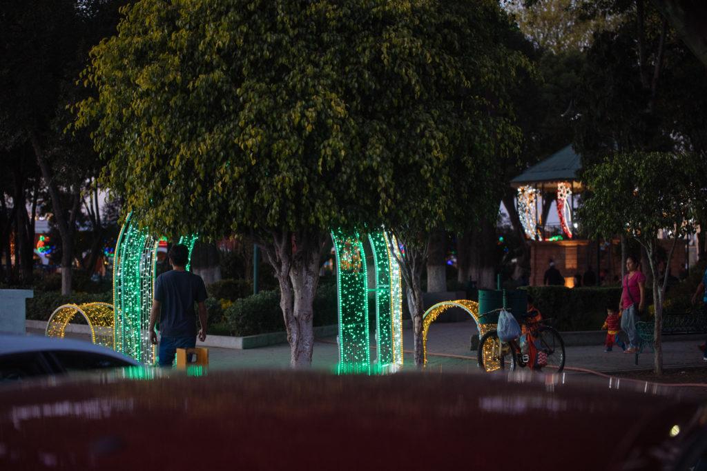 Leuchtebogen direkt vorm Auto