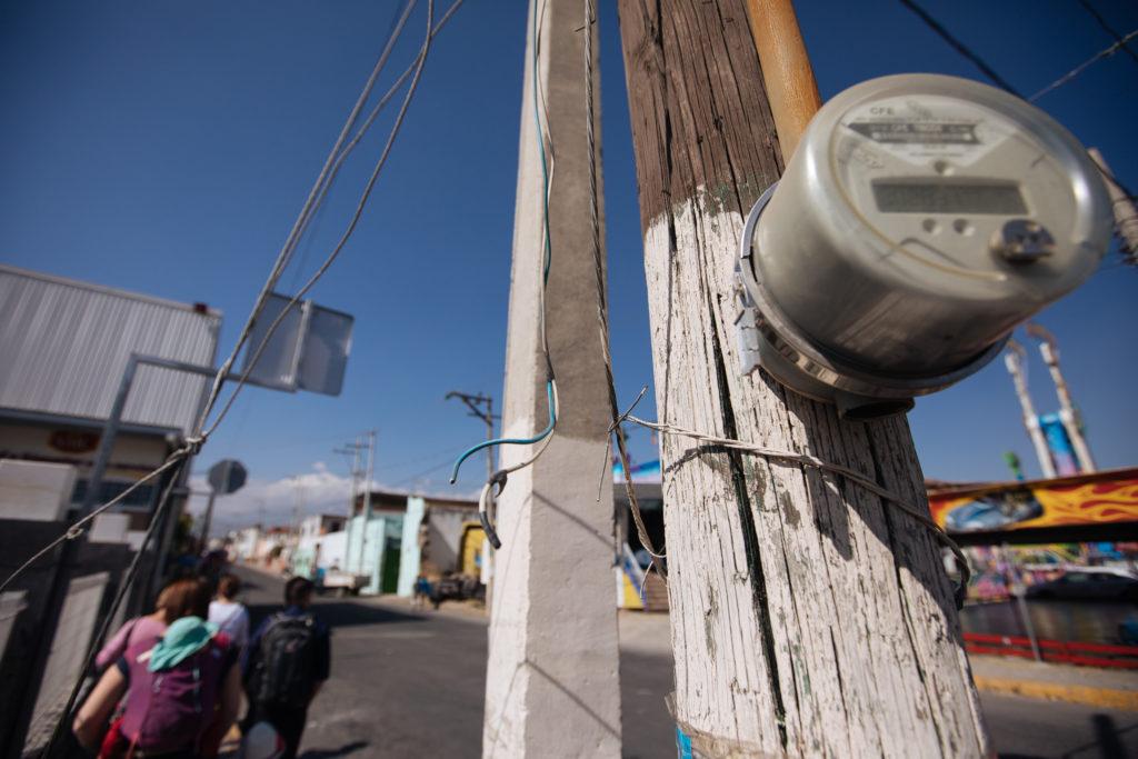 Stromzähler und offene Leitung in Atlixco