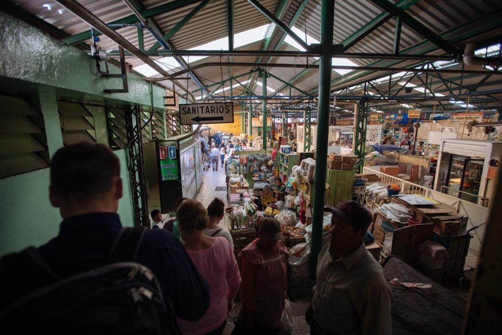 Schild sanitarios im mercado Benito Juárez