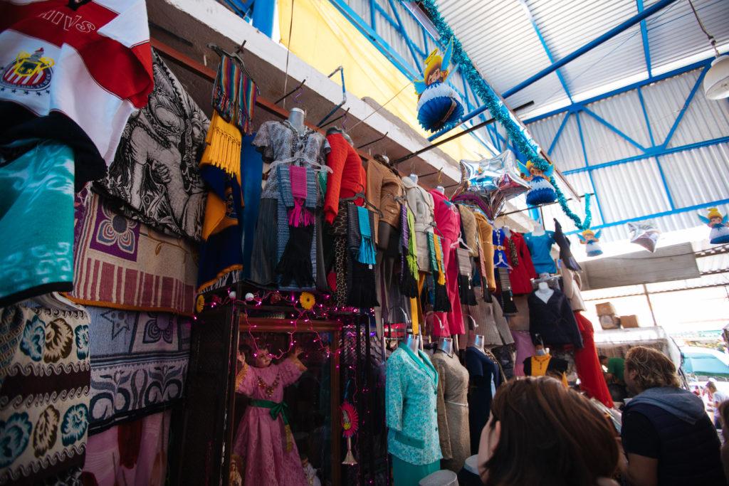 Kleider mit Tüchern