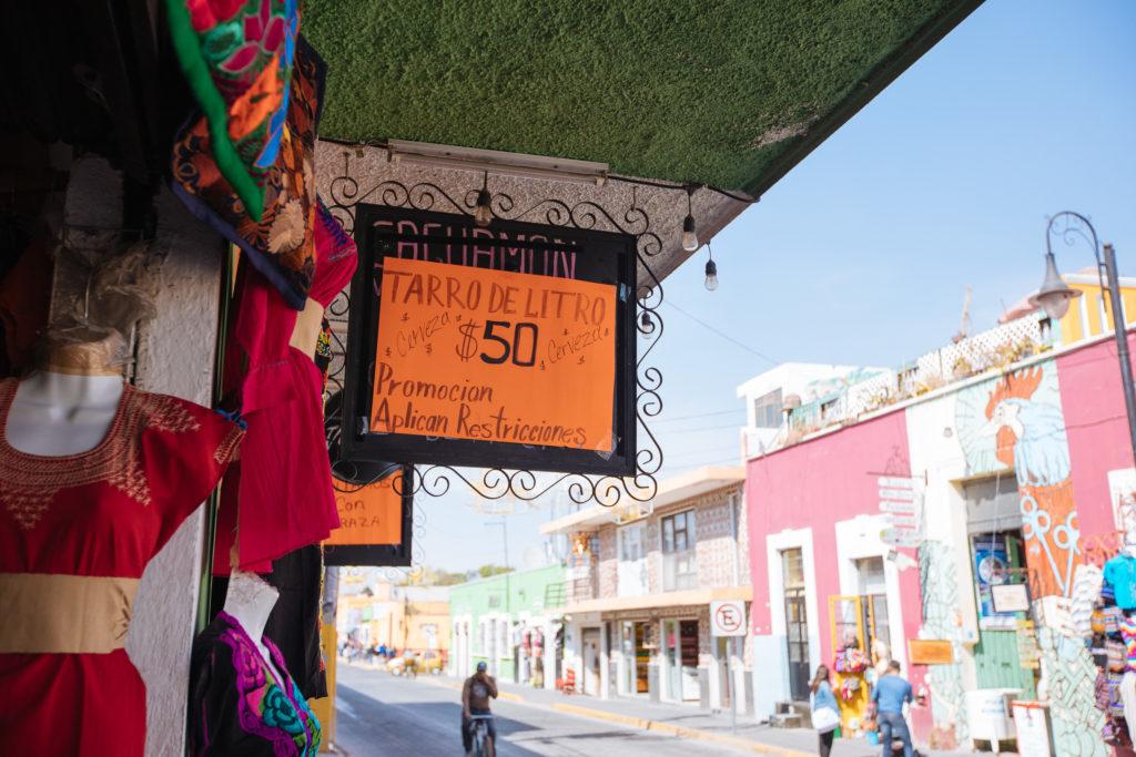 Schild 50$ MXN für einen Liter Bier
