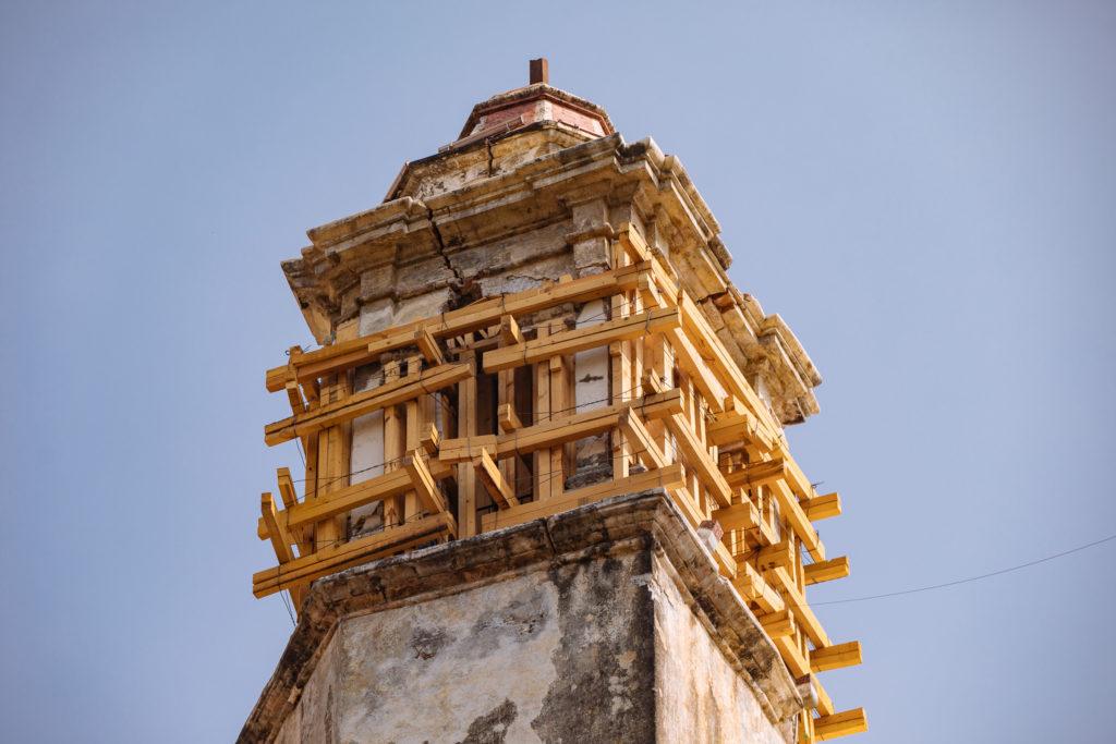 Stützgerüst am Klosterturm Tepoztlán