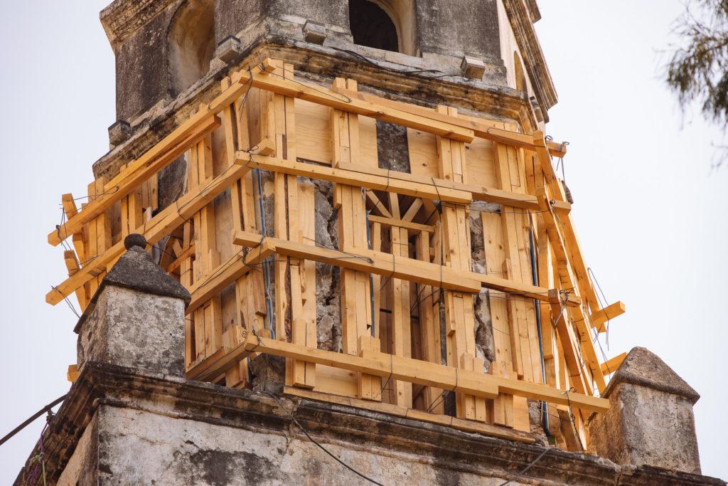 Holzgerüst um den südlichen Klosterturm, Tepoztlán