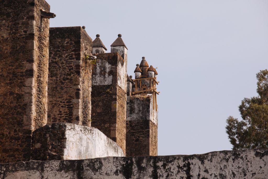Südwesttürmchen am Kloster Tepoztlán mit Erdbebenschäden
