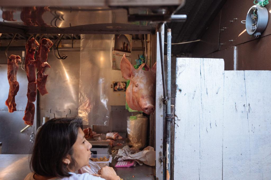 Schweinekopf am Fleischstand