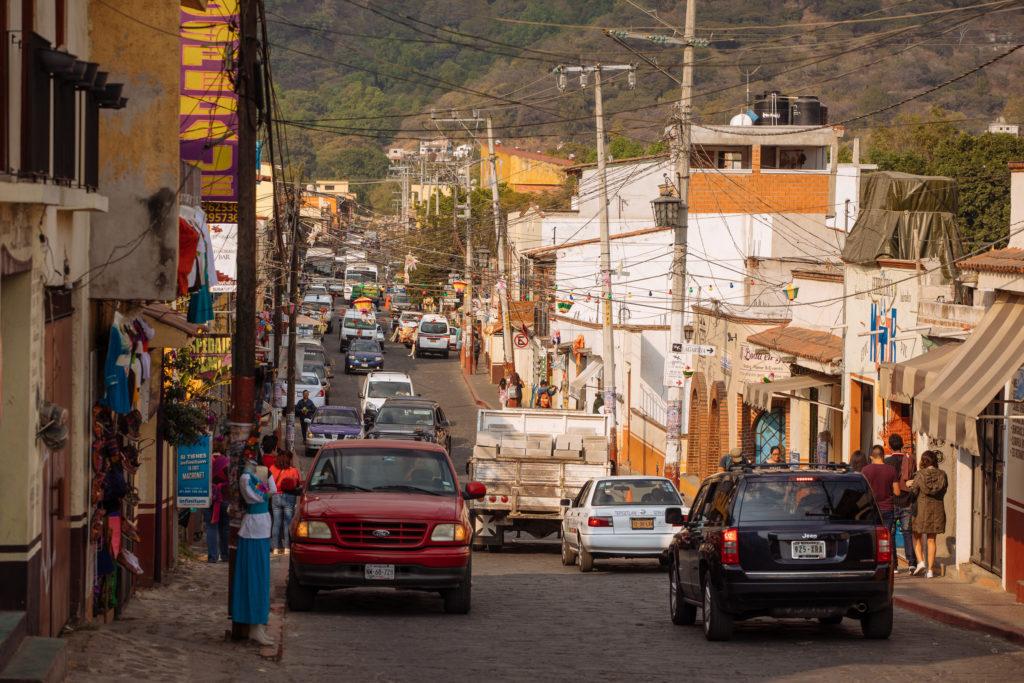 Kabel über Tepoztláns Straßen