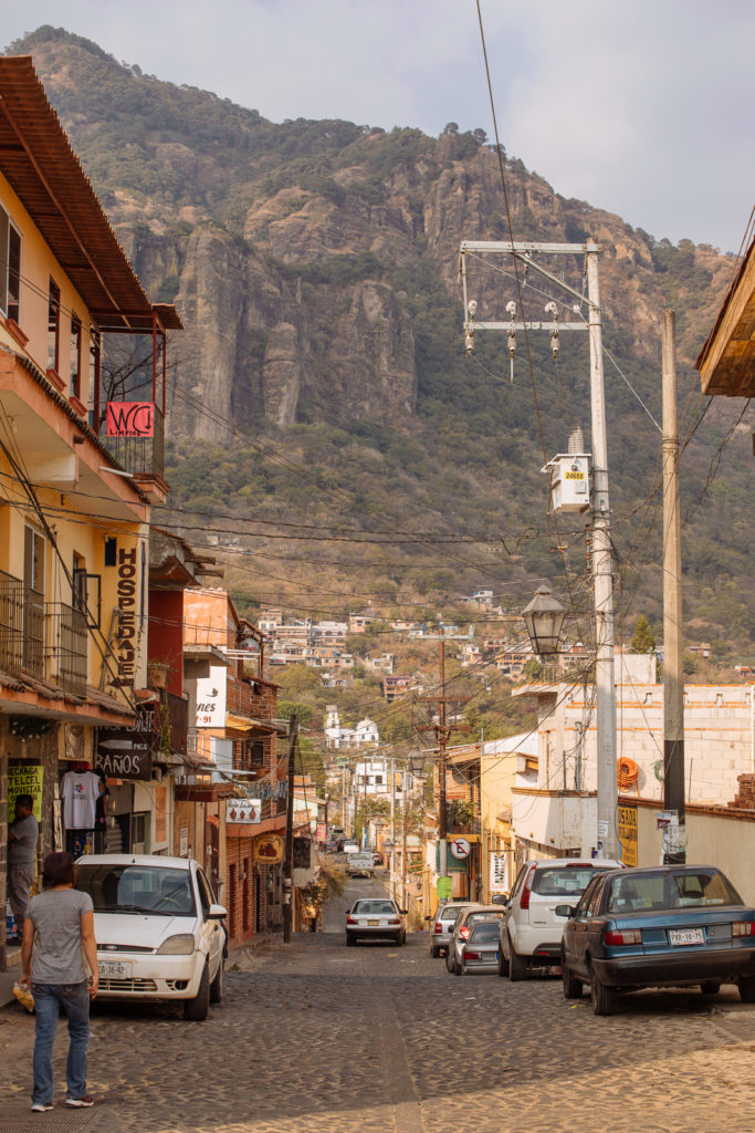 Straße und Berge in Tepoztlán