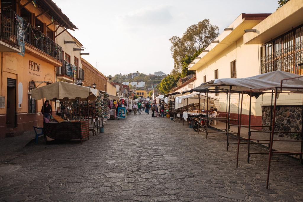 Straßenmarkt am Kloster
