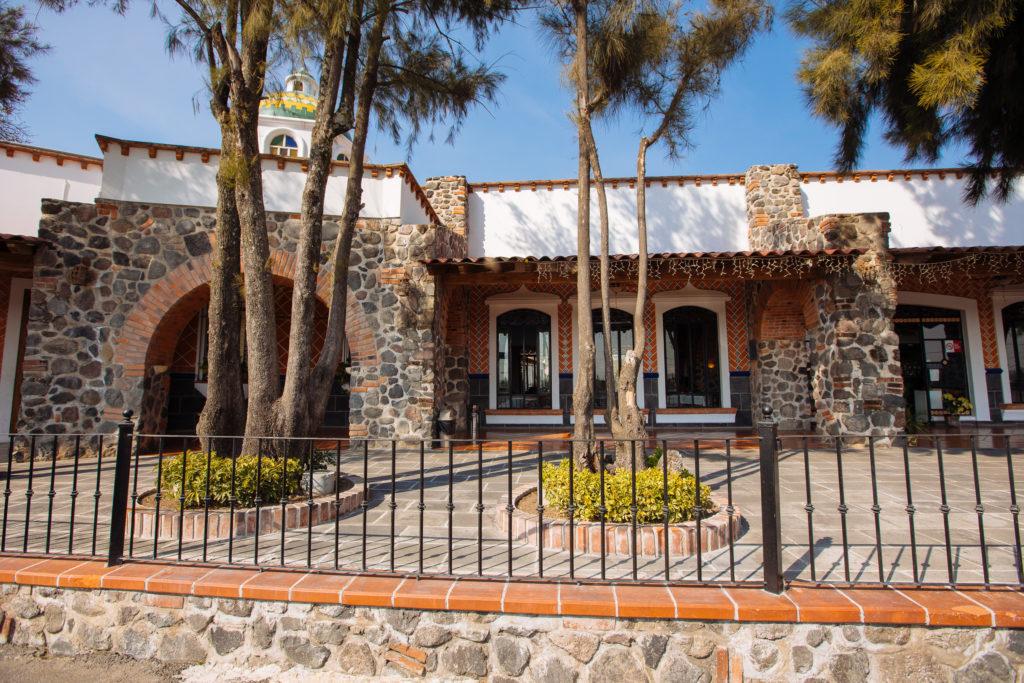 Draußen vor der Casa de Piedra
