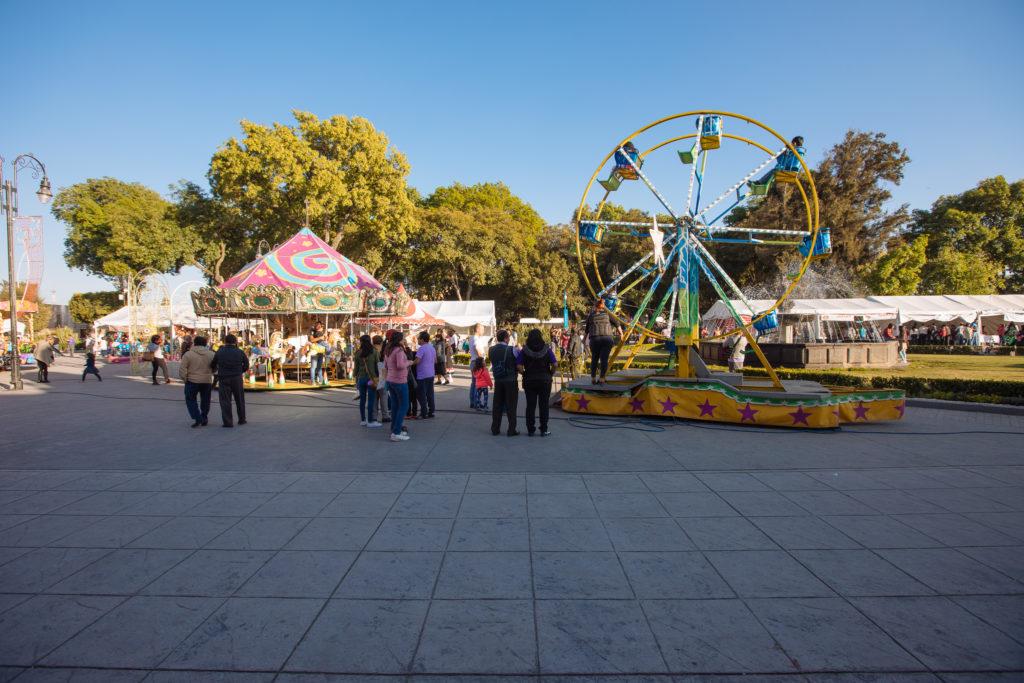 Fahrgeschäfte an der Plaza de la Concordia