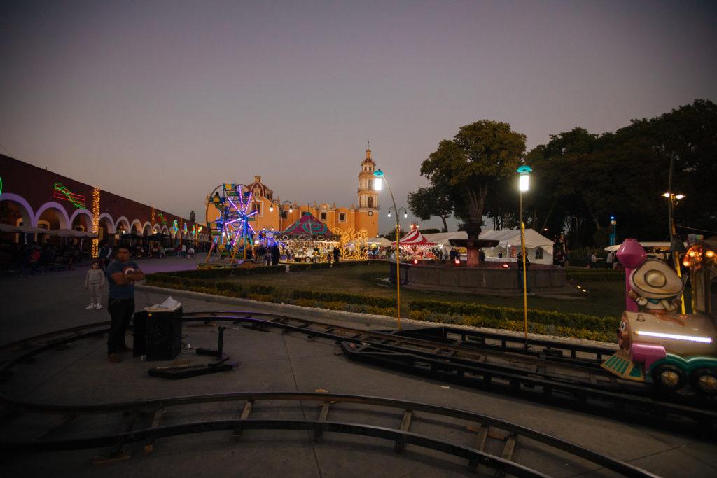 Schienen vor Parroquería de San Pedro