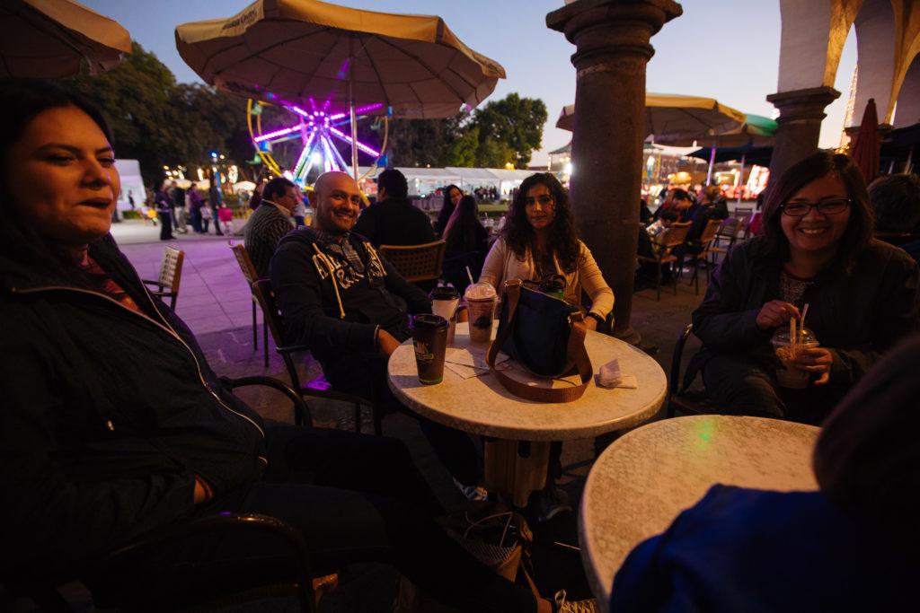 Farfáns und Perlis beim Italian Coffee an der Plaza de la Concordia
