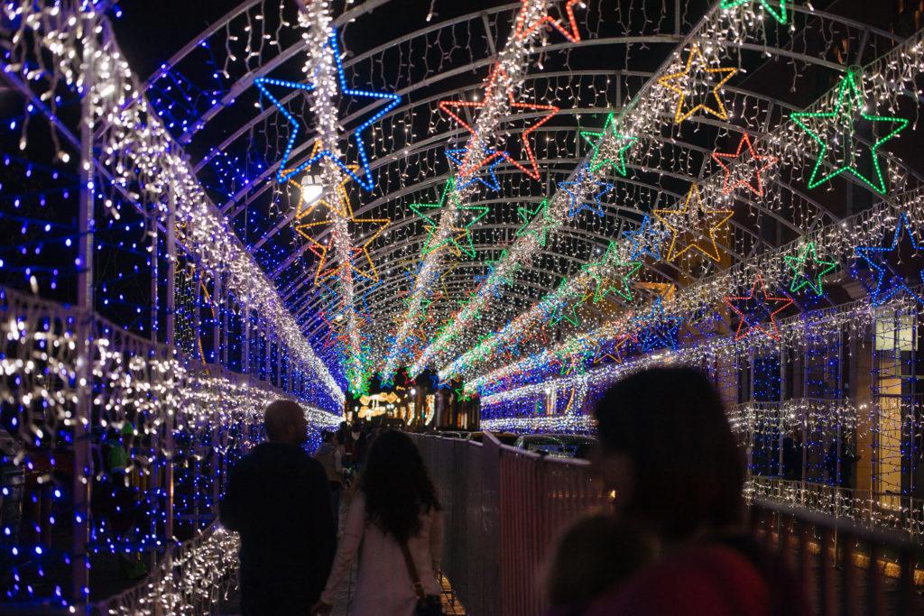 Lichterbögen auf der Avenida Morelos in San Pedro Cholula