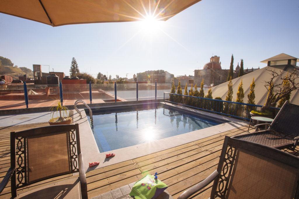 Schwimmflügel und Swimmingpool auf dem Dach des Estrella de Belem