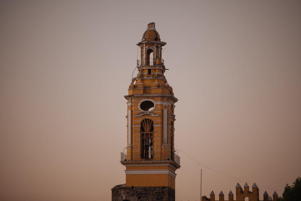 Kaputter Kirchturm in Cholula