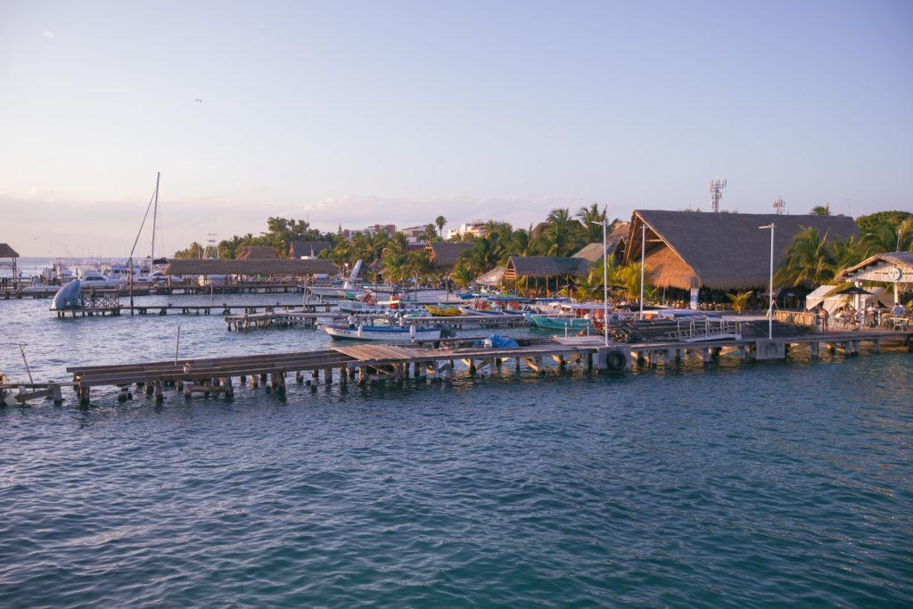 Stege beim Hafen von Isla Mujeres