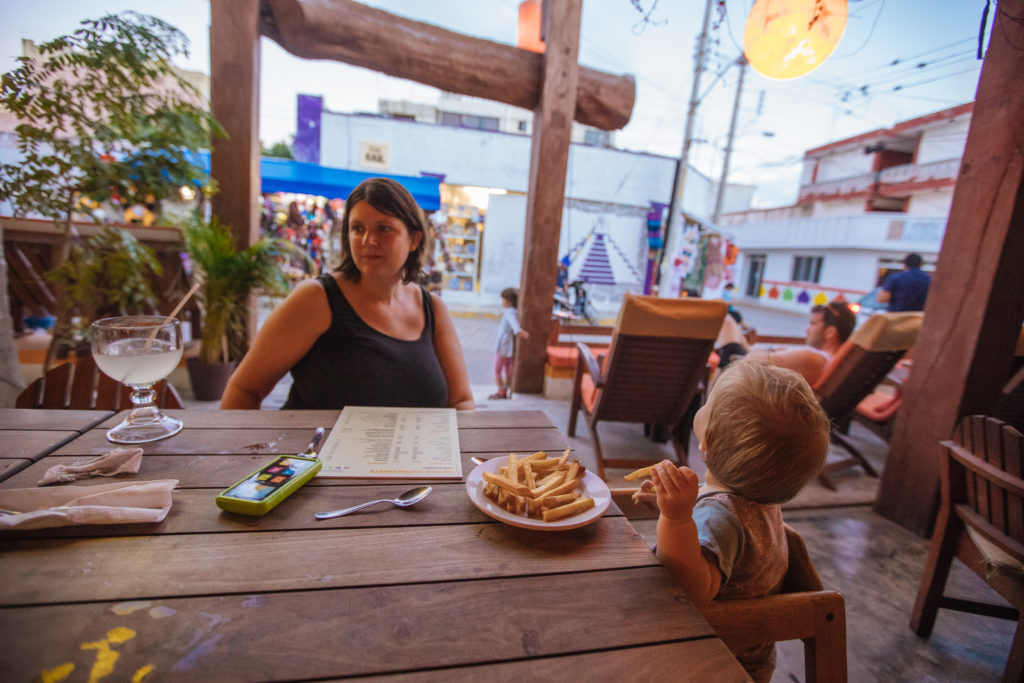 Pommes im Café Mogagua
