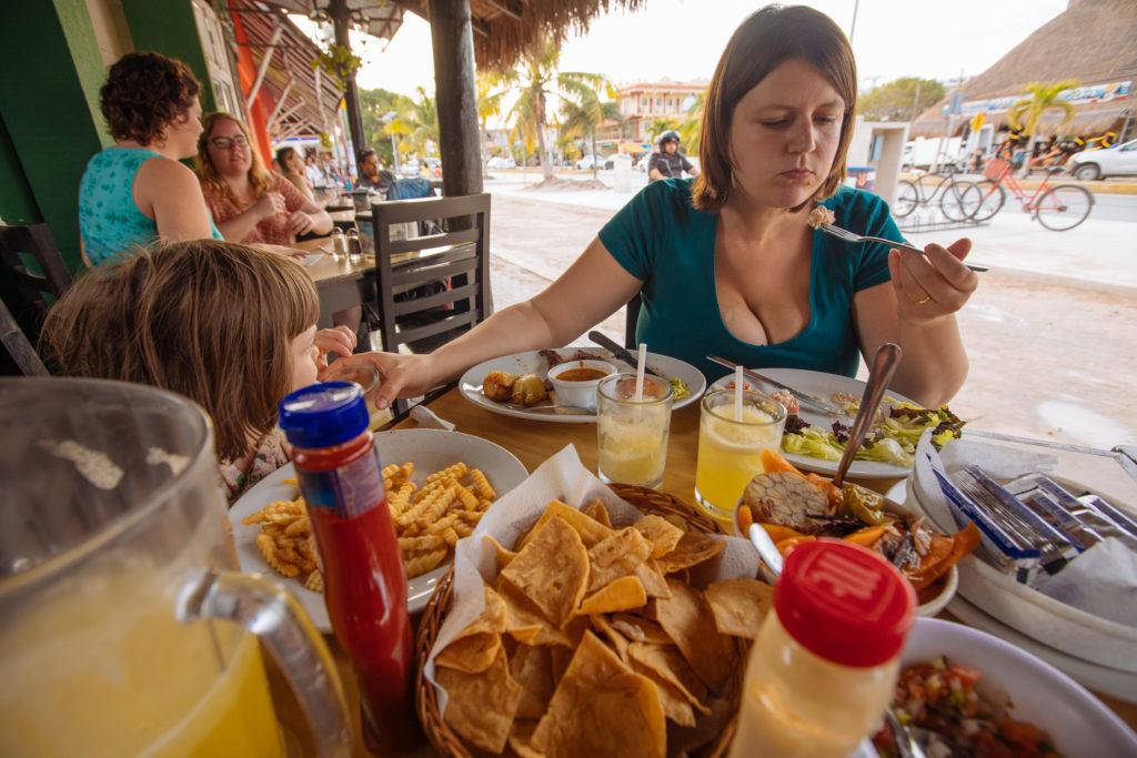 Myriam und Essen im Don Cafeto