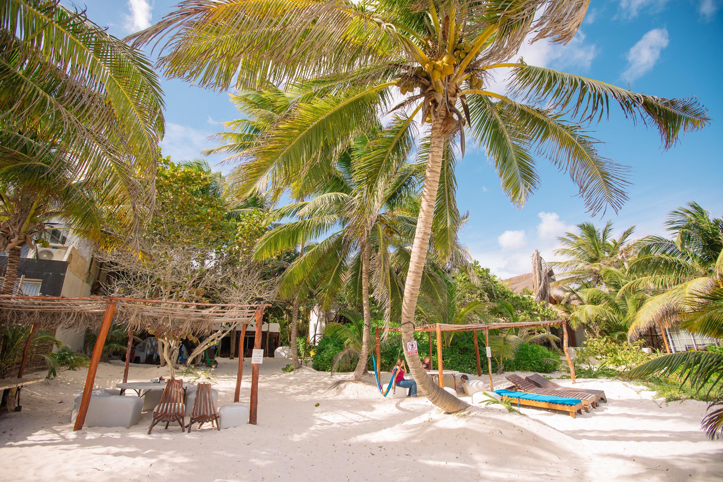 Blick zu den cabañas der Playa Xcanan