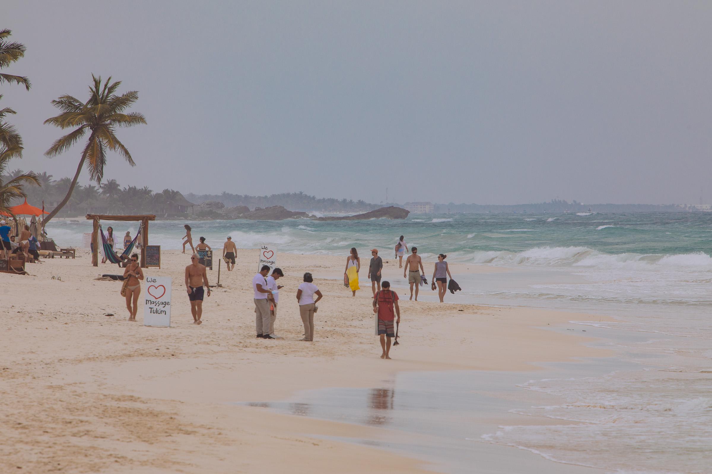 Raues Wetter am Strand von Tulum