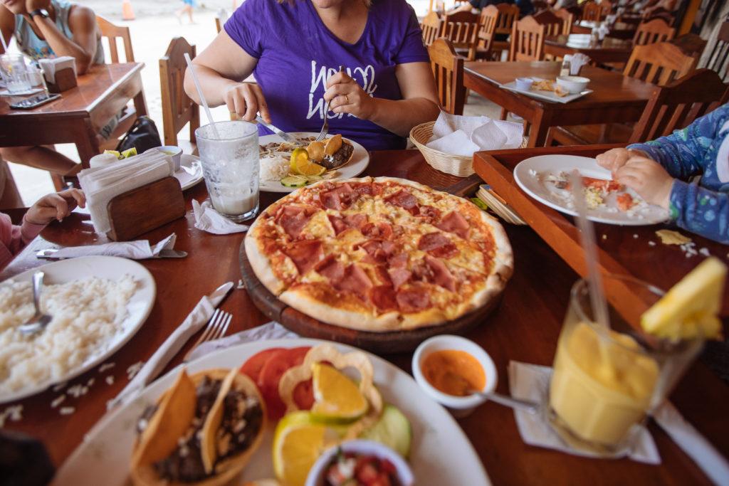 Pizza Carnivora bei La Querida Tulum