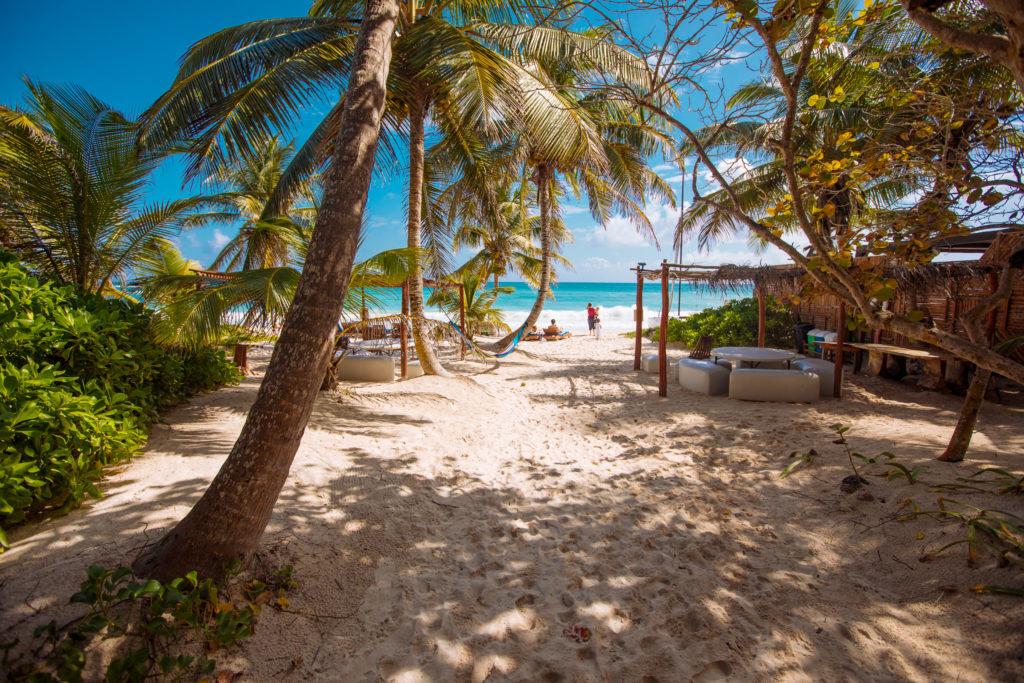 Weg zum Strand von Playa Xcanan am Abreisetag