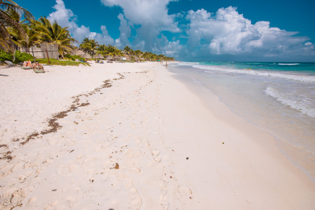 Strand hoch in Richtung Norden bei Playa Xcanan am Abreisetag