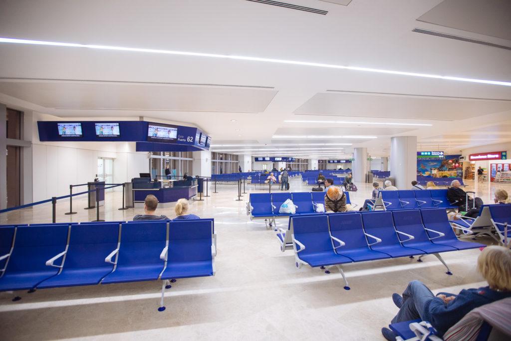 Wartehalle am Gate in Cancun