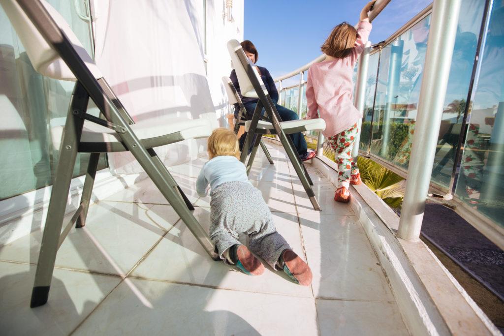 Die Kinder unterwegs aufm Balkon