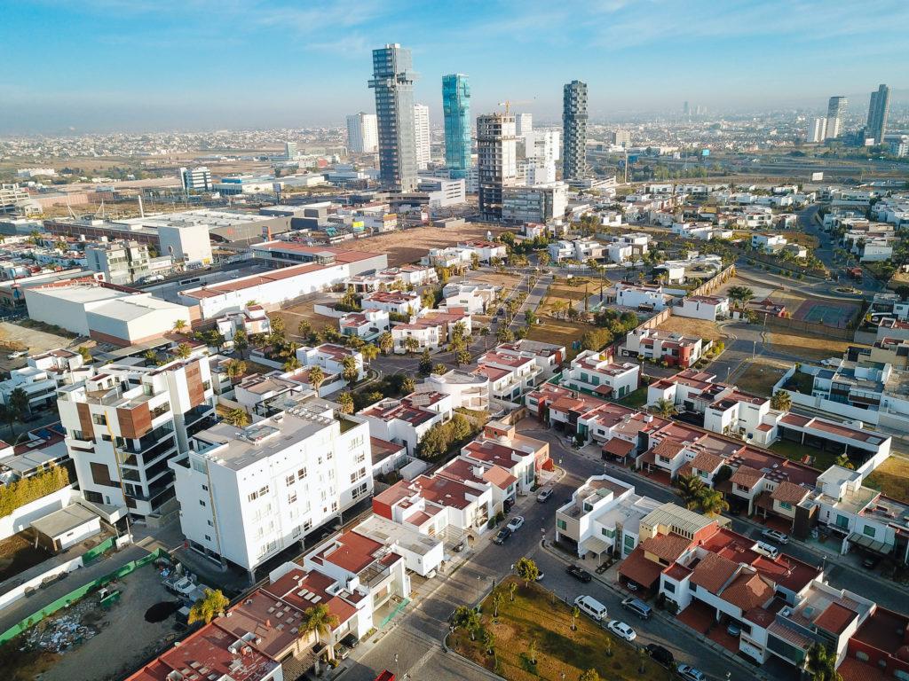 neue Hochhäuser an der Atlixcayotl