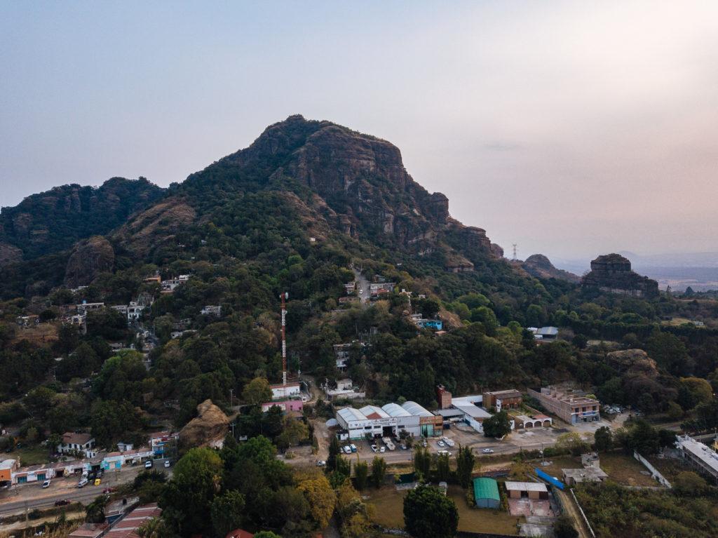 Drohnenbild Tepoztlán, Berg an der Finca