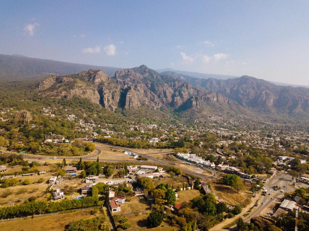Gebirge vom einzelnen Berg aus gesehen