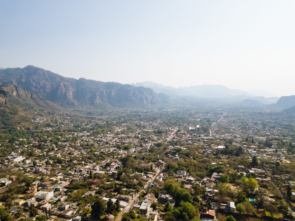 Blick über Tepoztlán am Vormittag