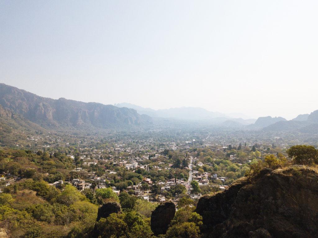 Blick vom Hügel entlang der Calle Buenavista gen Osten