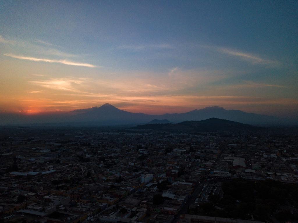 Vulkane Popocatépetl und Iztaccíhuatl in der Dämmerung