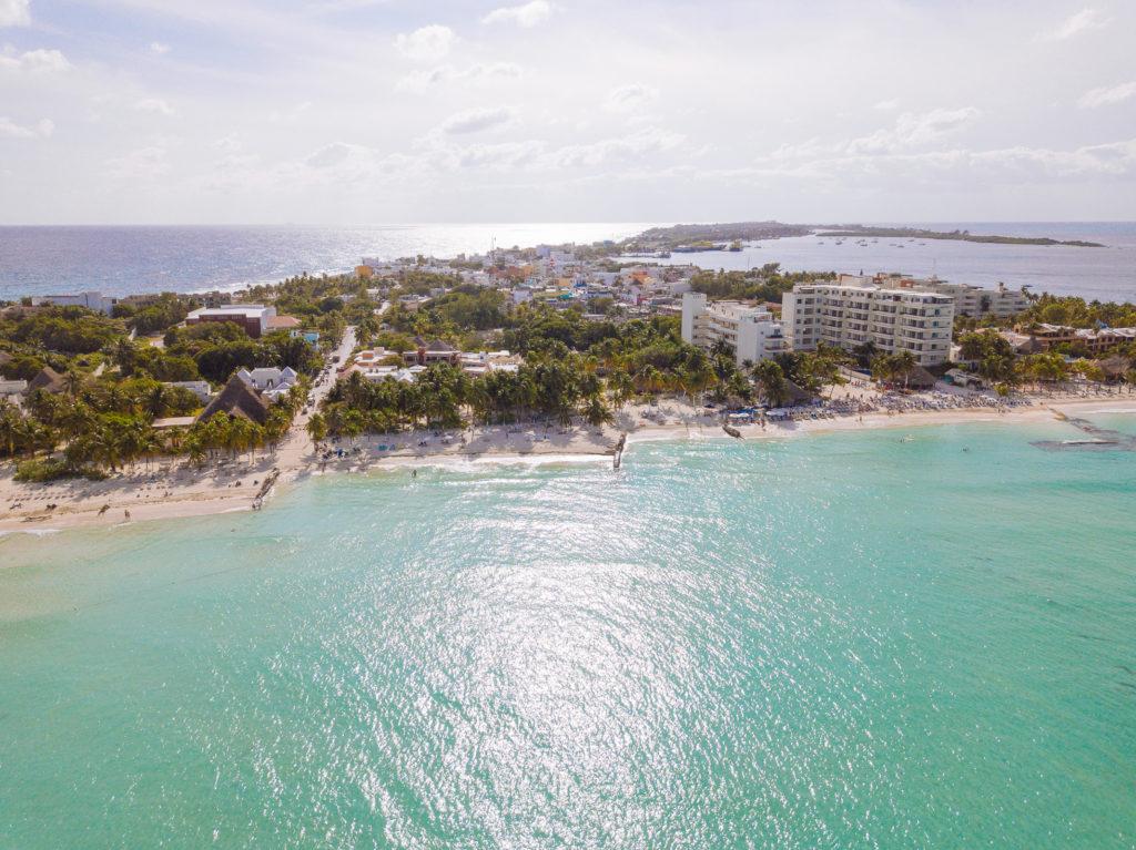Sicht auf Playa Norte und municipio Isla Mujeres