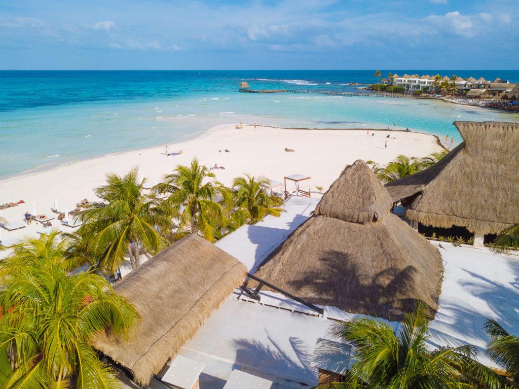 Äußerste Ecke der Playa Norte und Dach des comedors vom Na Balam