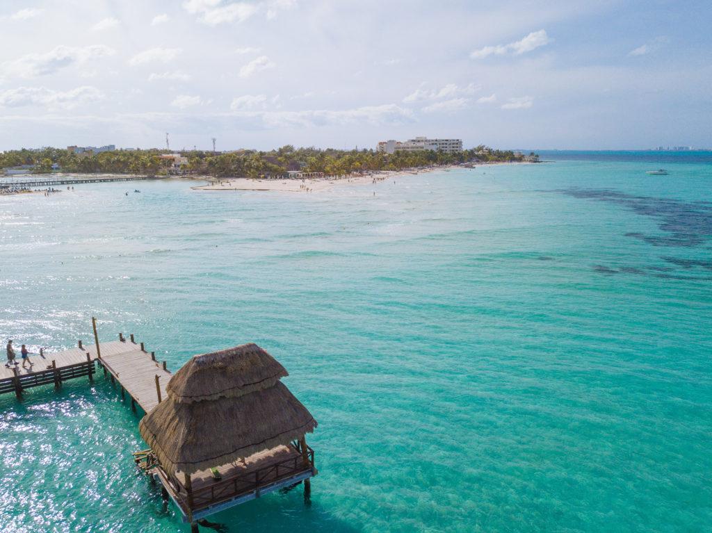 Pavillon und Steg des Mia Reef Resort