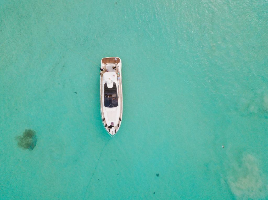 Draufsicht auf Boot vor der Playa Norte