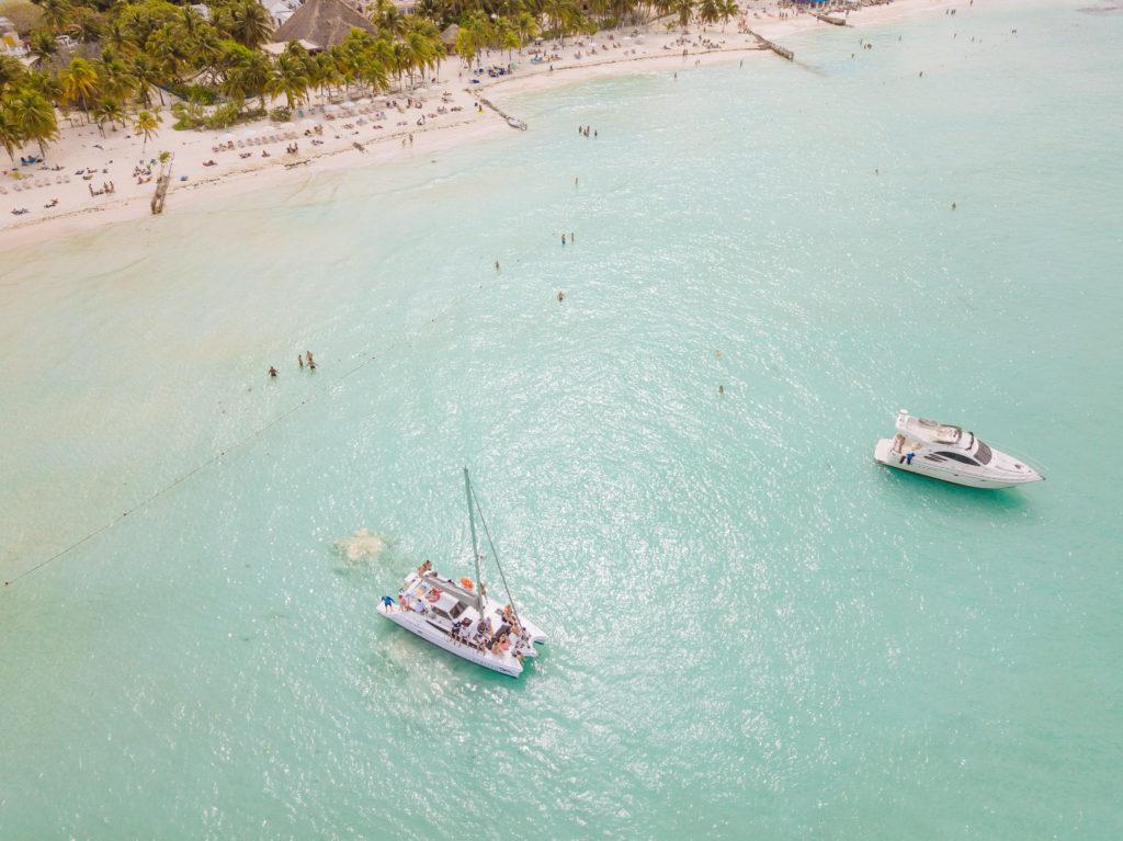 Yacht vor Playa Norte