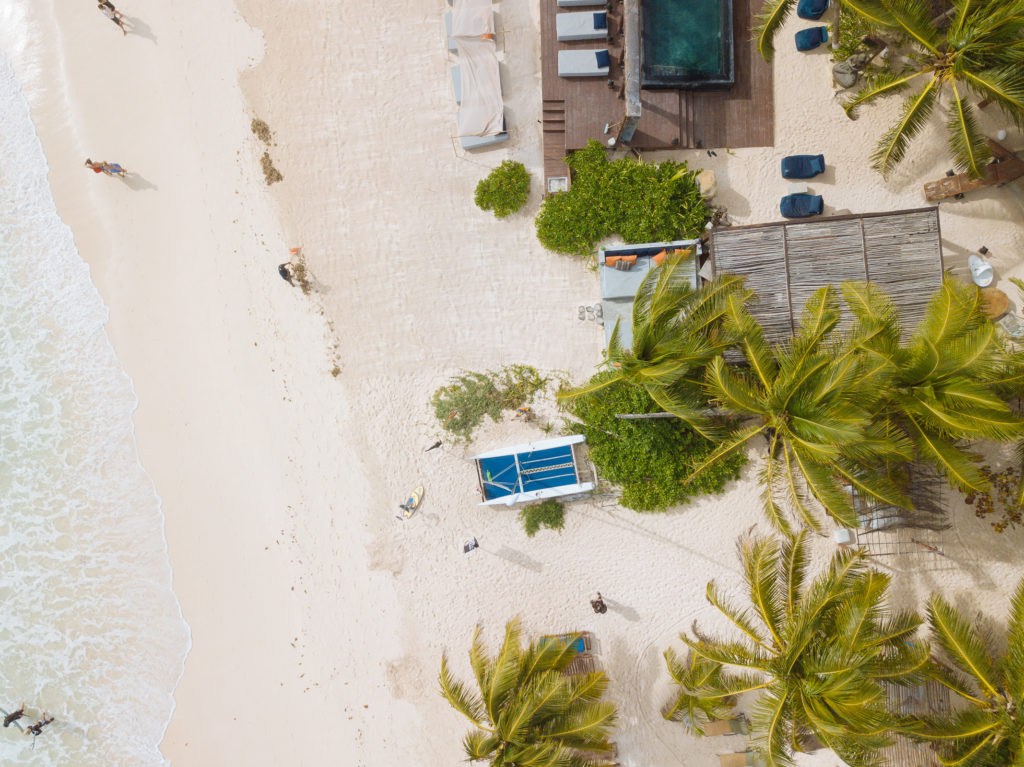 Draufsicht auf Katamaran von Playa Xcanan